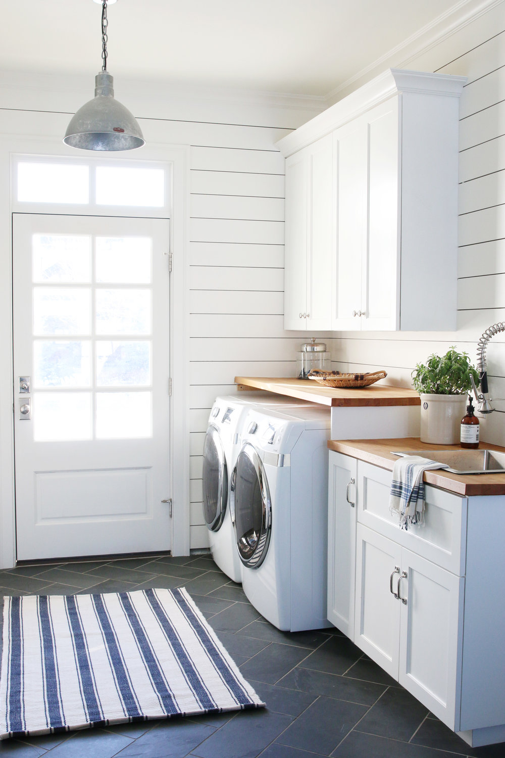 Beautiful farmhouse laundry room inspiration a heart for Utility room ideas